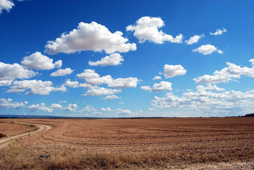 field, land, clouds-533541.jpg